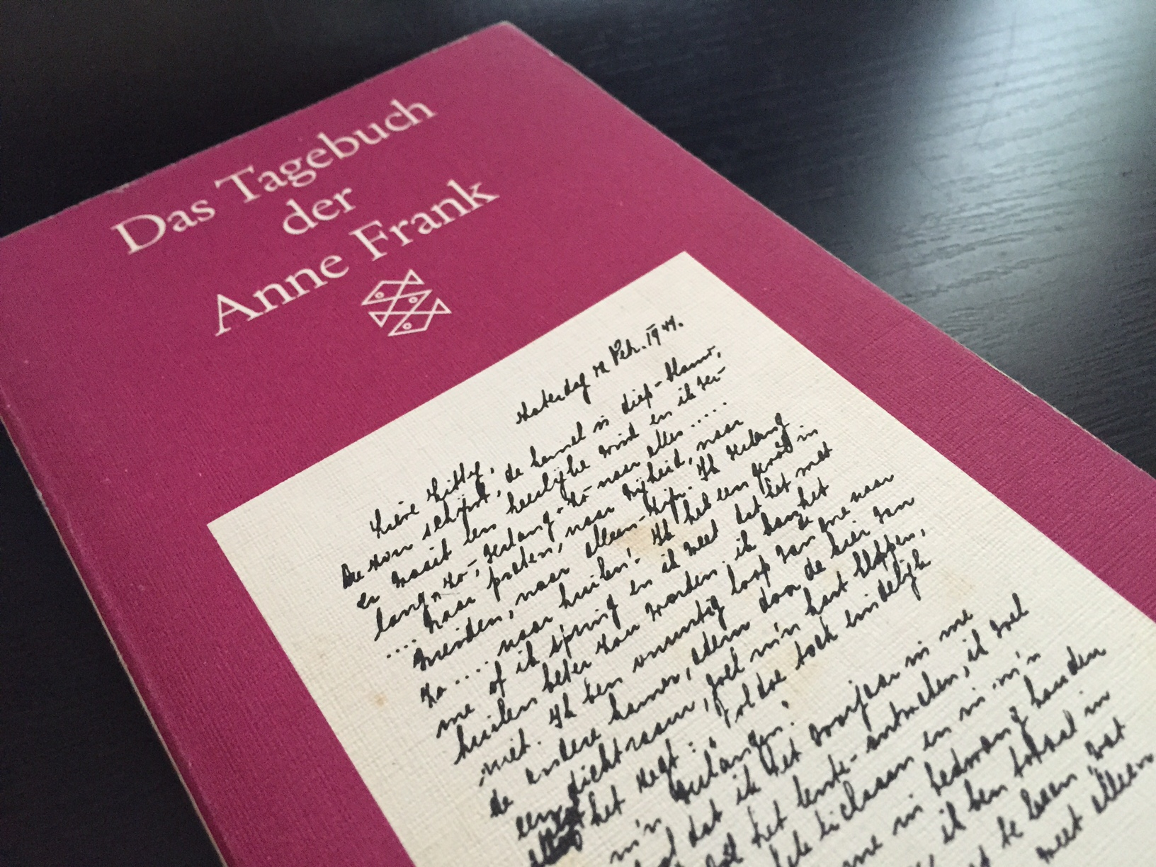reflection about anne frank and making blogging connections  anne frank buch